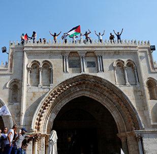 رفع العلم الفلسطيني على الأقصى