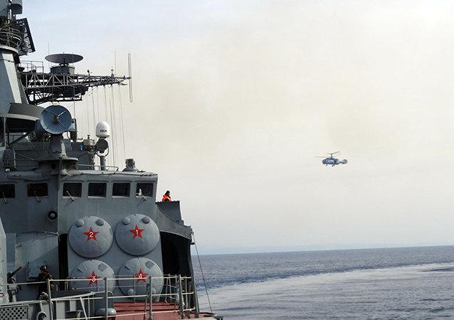 البحرية الروسية تحتفل في طرطوس والغواصة