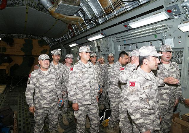 عسكريين أتراك يصلون قطر