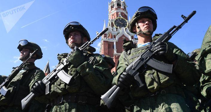 قوات المظلات الروسية تحتفل في موسكو