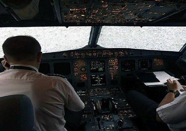 طيار ينقذ طائرة