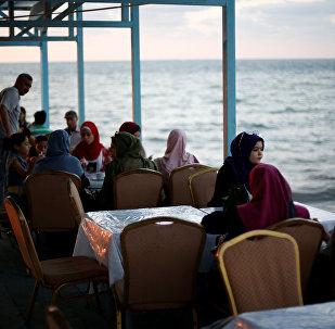 تحويل سفينة مهجورة في غزة إلى مطعم