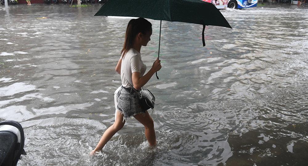 المشاة بعد الإعصار في فيتنام