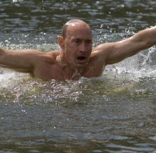 من أرشيف المكتب الصحفي التابع للرئاسة الروسية - الرئيس فلاديمير بوتين خلال رحلته في جمهورية تيفا، روسيا