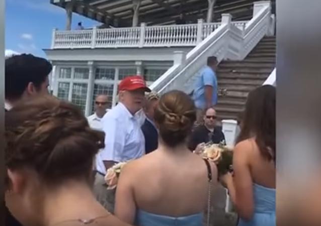 ترامب يفاجئ عروسين