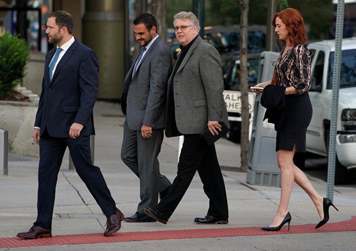 لحظة وصول فريق الدفاع عن تيلور سويفت إلى المحكمة الاتحادية