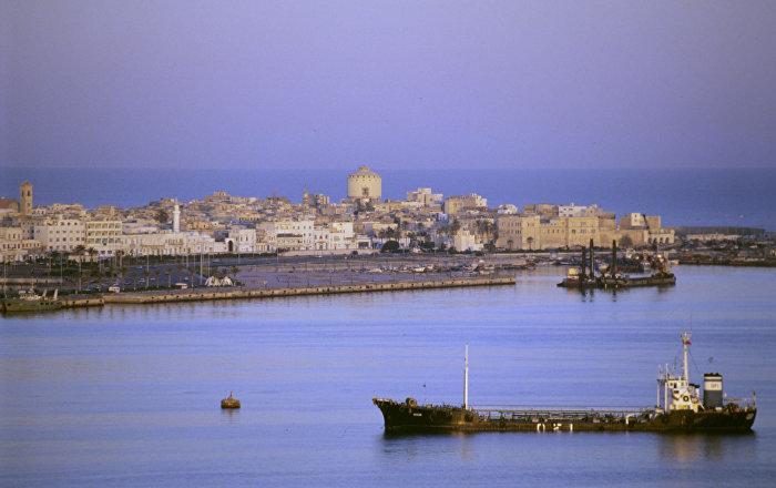 توقف حركة الملاحة الجوية في مطار معيتيقة الدولي في طرابلس
