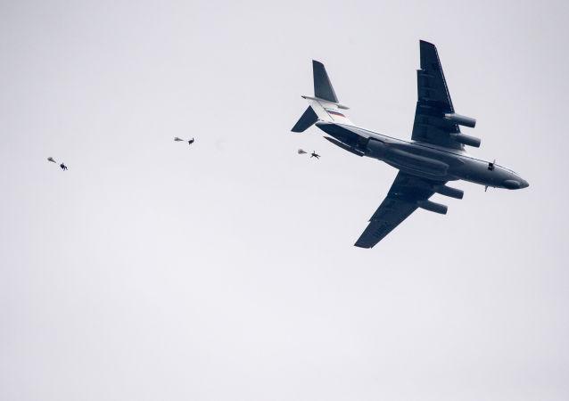 مناورات إنزال القوات الجوية خلال تدريبات عسكرية سلافيانسكوي براتستفو-2016 (الأخوة السلافية)