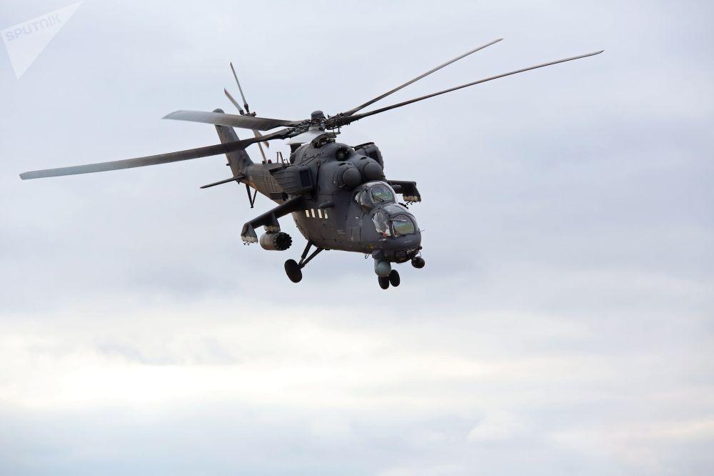 المروحية العسكرية مي-35 خلال المناورات الروسية الهندية خلال التدريبات العسكرية الهند-2014