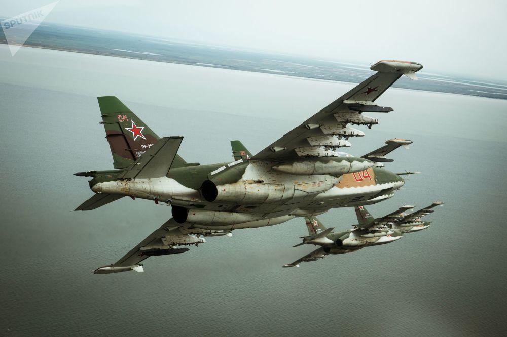 طائرة هجومية سو-25 اي ام3 خلال التدريبات العسكرية في منطقة بريمورسكو-أختارسك
