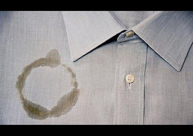 قميص متسخ بالزيت
