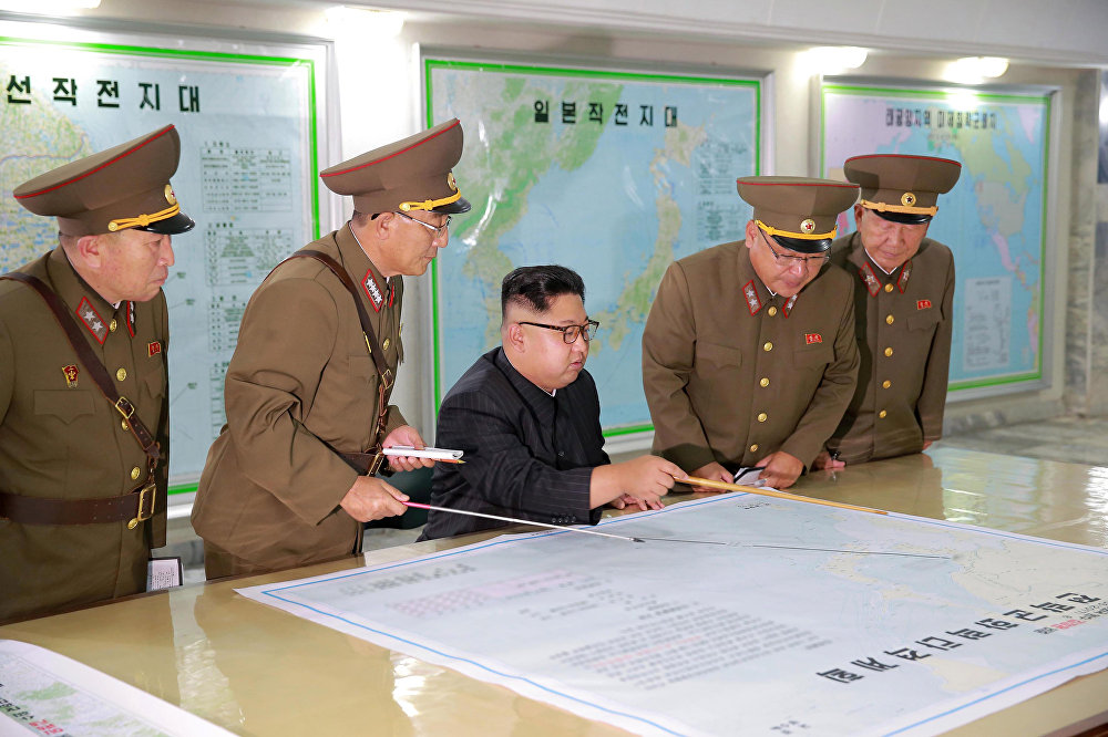 قائد كوريا الشمالية كيم جونغ أون يقوم بتفتيش قيادة القوة الاستراتيجية للجيش الشعبي الكوري في مكان مجهول في كوريا الشمالية