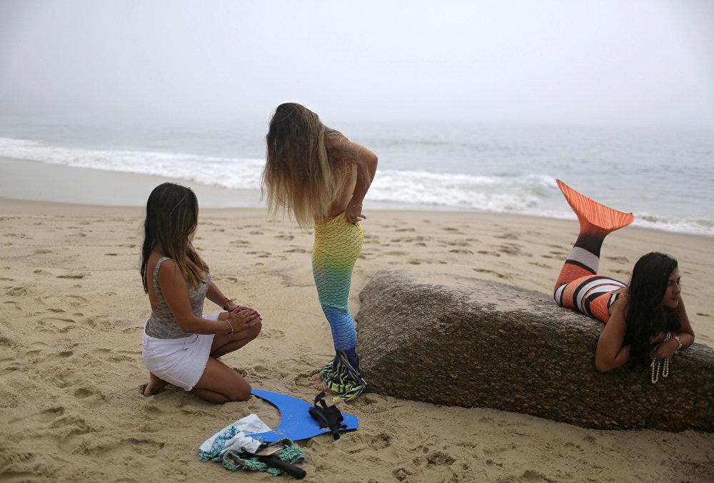 تدريب حوريات البحر على شاطئ ريو دي جانيرو، البرازيل
