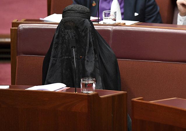 رئسية حزب أمة واحدة الأسترالي بولين هانسون