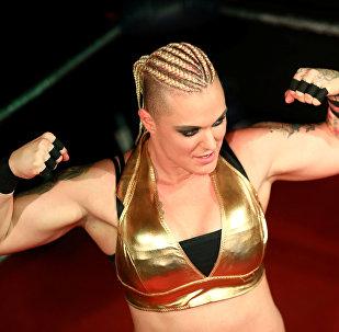 المشاركة في عرض المصارعة النسائية في لندن