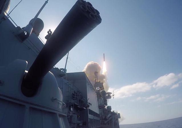 إطلاق صاروخ كاليبر