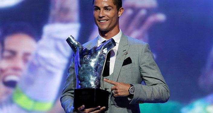 رونالدو يتسلم جائزة أفضل لاعب في أوروبا 2017