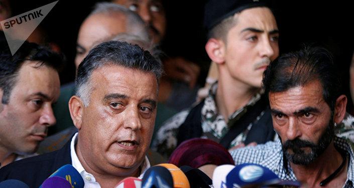 مدير الأمن العام اللبناني عباس ابراهيم مع أهالي العسكريين المخطوفين