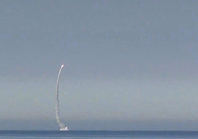 إطلاق صاروخ كاليبر من غواصة سيفيرودفينسك