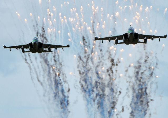 طائرات ياك-130 التابعة لقوات الطيران الجوي البيلاروسي خلال المناورات العسكرية زاباد-2017 (الغرب-2017) المشتركة مع روسيا