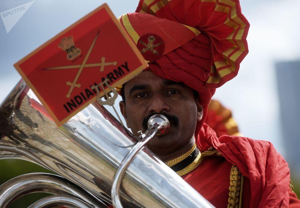 مهرجان سباسكايا باشنيا الدولي للموسيقى العسكرية على الساحة الحمراء في موسكو - فريق أوركيسترا من الهند