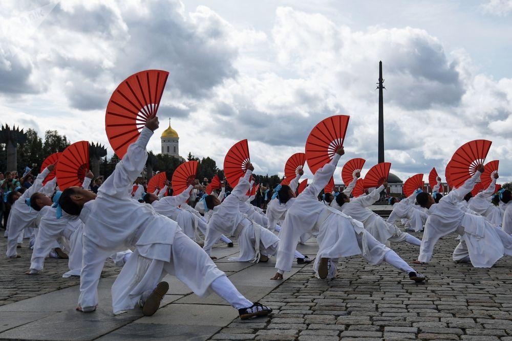 مهرجان سباسكايا باشنيا الدولي للموسيقى العسكرية على الساحة الحمراء في موسكو - فريق أوركيسترا من ودانغ شان (جنوب شرق آسيا)