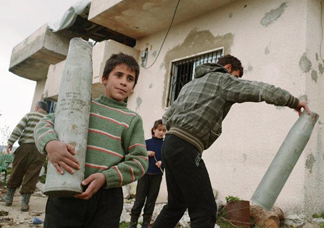 لاجئون سوريون يعودون إلى ديارهم