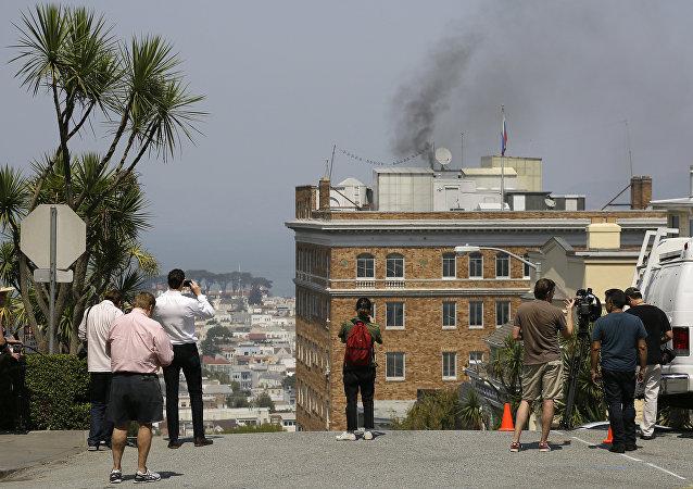 دخان في مبنى القنصلية الروسية بسان فرانسيسكو