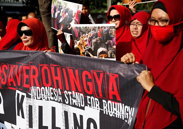متظاهرون من إندونيسيا يقفون مع ضحايا ميانمار