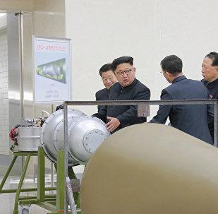 زعيم كوريا الشمالية يشرف على التدريبات