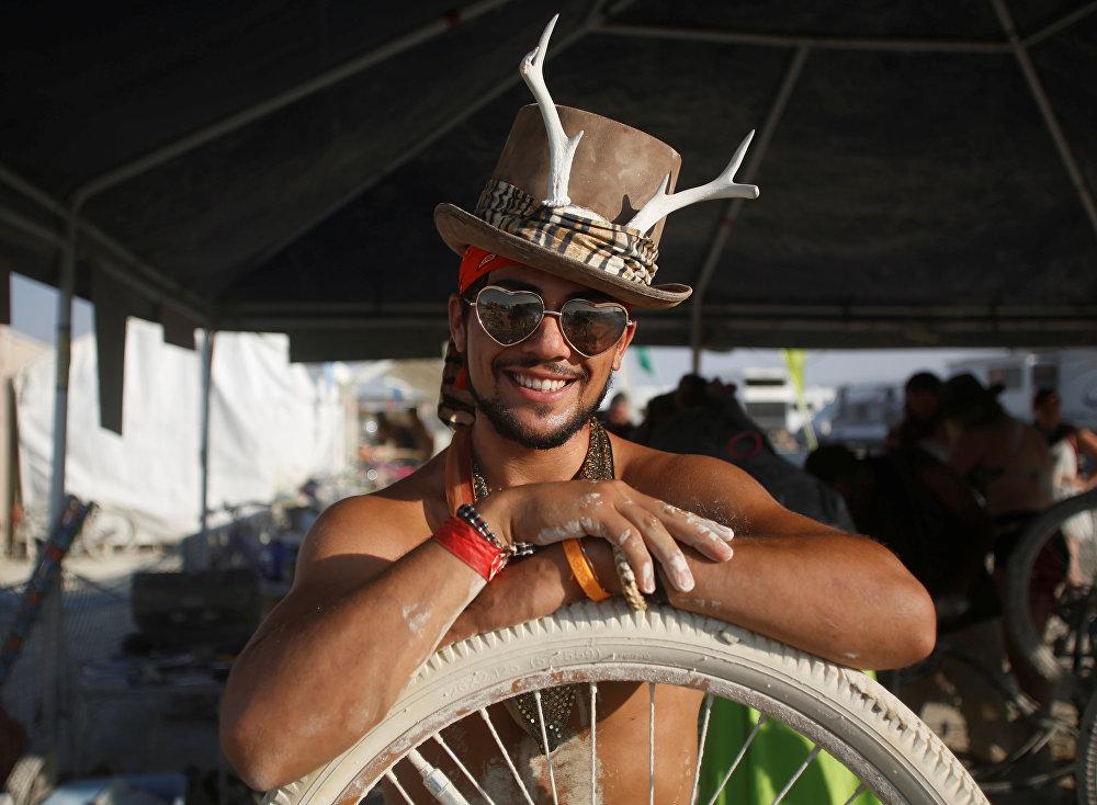 مشارك في مهرجان الرجل المحترق