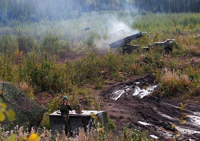 ميدان بالدائرة العسكرية الغربية في مقاطعة لينينغراد