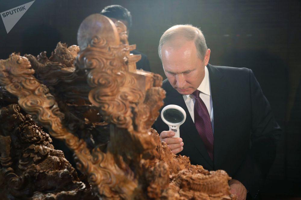 الرئيس الروسي فلاديمير بوتين في المعرض الثقافي للتراث الصيني في شيامن، 3 سبتمبر/ أيلول 2017