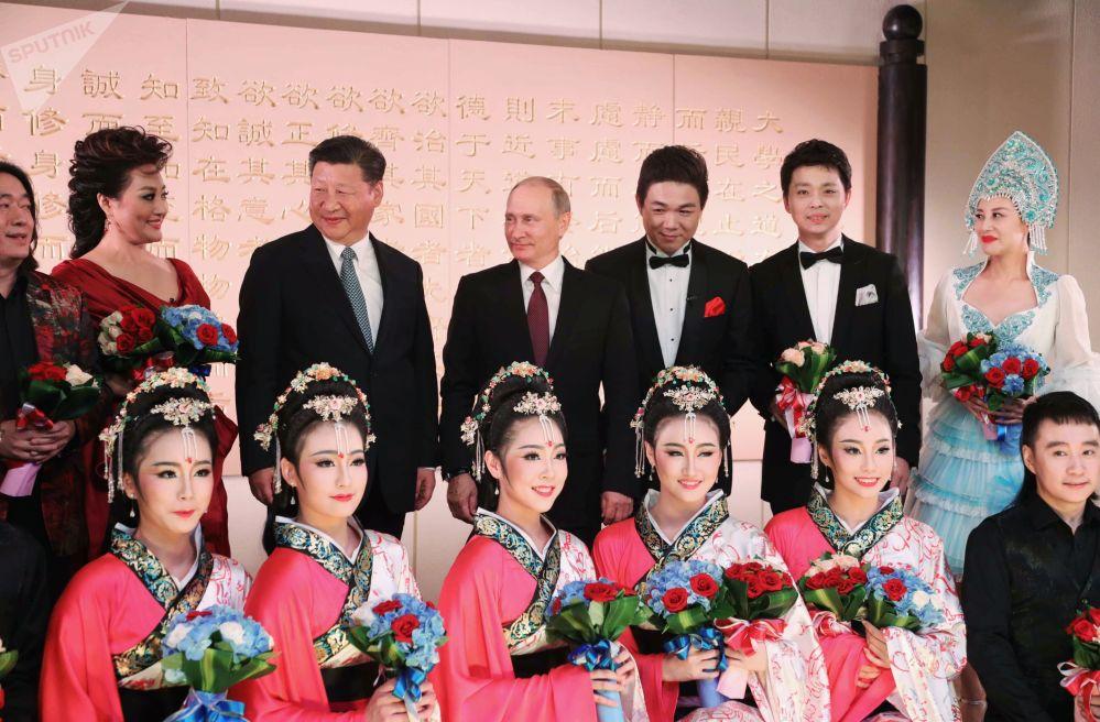الرئيس فلاديمير بوتين ونظيره الصيني شي جين بينغ في شيامن، الصين
