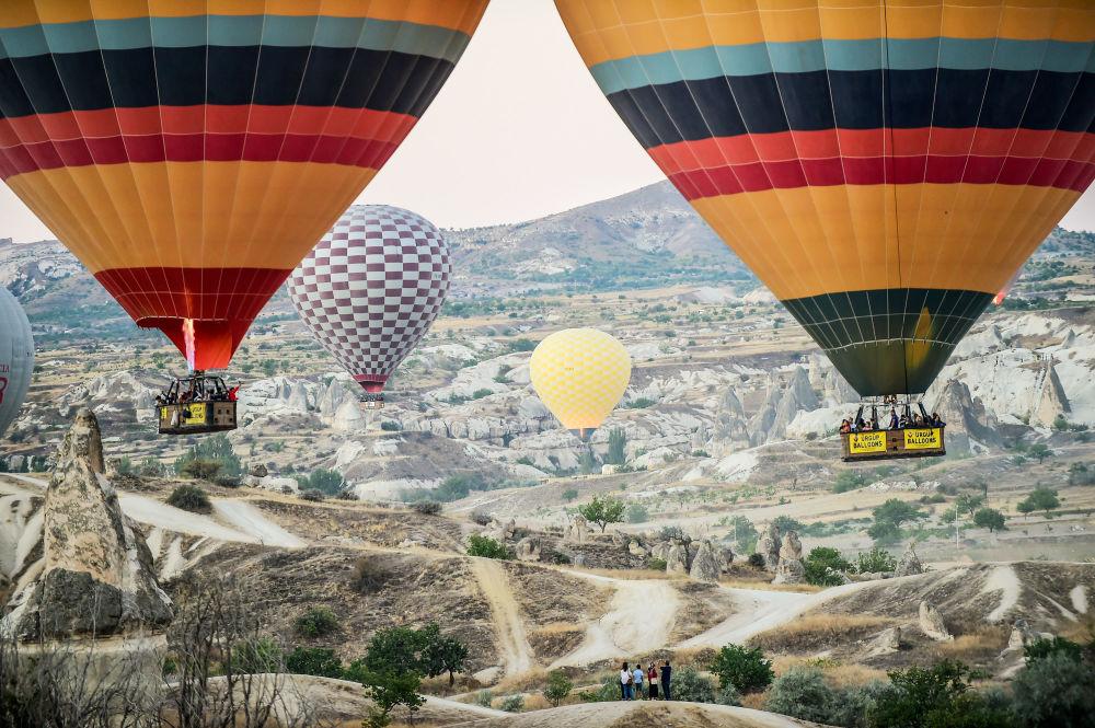 بالونات هوائية خلال رحلة فوق نوشهر بمنطقة كابادوكيا التاريخية، وسط الأناضول، شرق تركيا 5 سبتمبر/ أيلول 2017