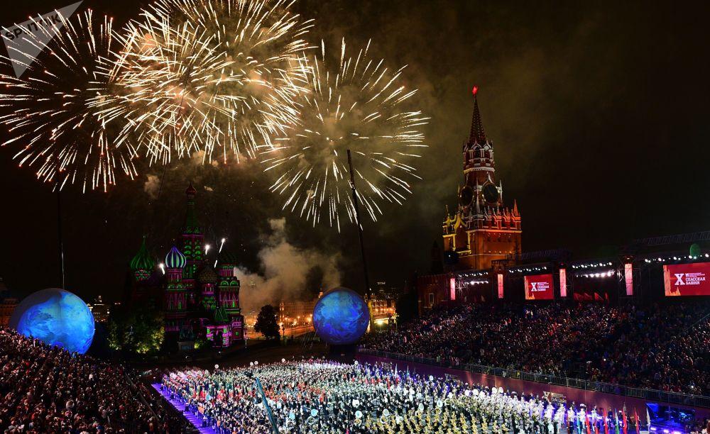 انتهاء فعاليات المهرجان الدولي سباسكايا باشنيا للموسيقى العسكرية على الساحة الحمراء في موسكو، روسيا 4 سبتمبر/ أيلول 2017