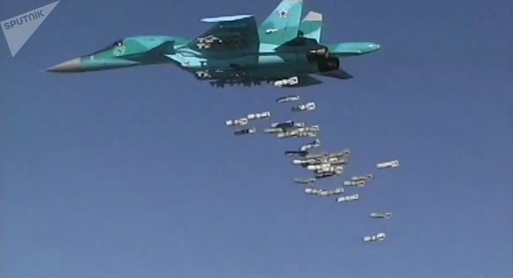 قاذقفات القنابل سو - 34 توجه ضربات على مواقع داعش في سوريا