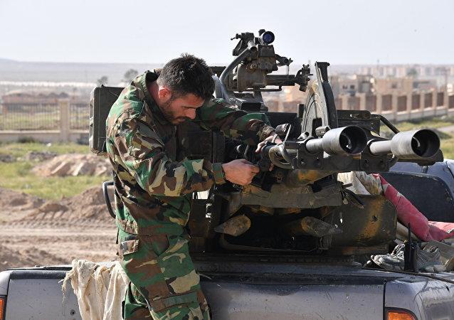 أحد مدافع الجيش السوري