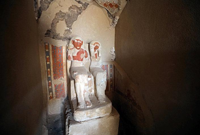 © REUTERS/ MOHAMED ABD EL GHANY صانع الذهب الفرعوني وزوجته