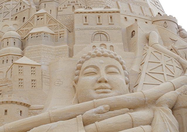 تمثال بوذا من الرمال
