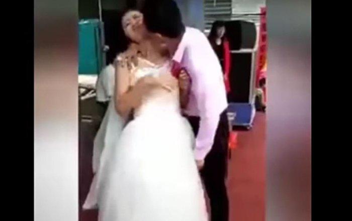 نتيجة بحث الصور عن بالفيديو...عروس تحرج عريسها بحركة غير متوقعة