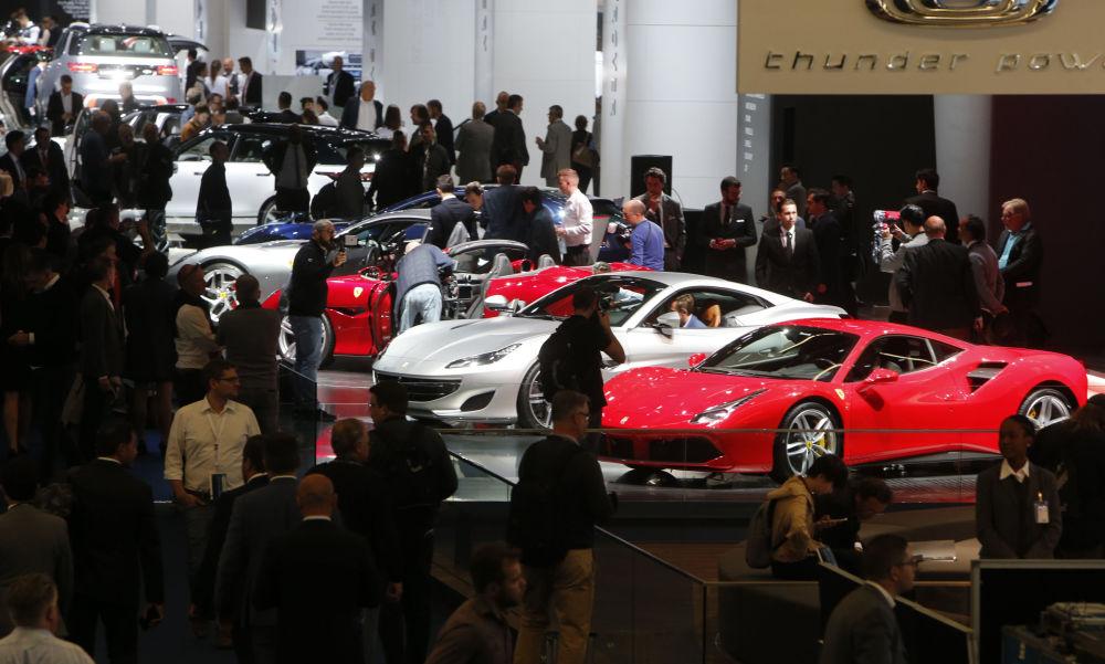 سيارات فيراري في معرض السيارات الدولي في فرانكفورت، ألمانيا