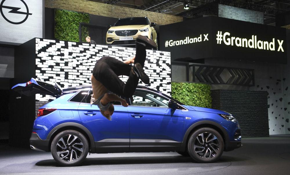 أوبل غراندلاند إكس في معرض فرانكفورت للسيارات