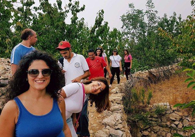 مسرة شباب اليوغا في جبال اللاذقية