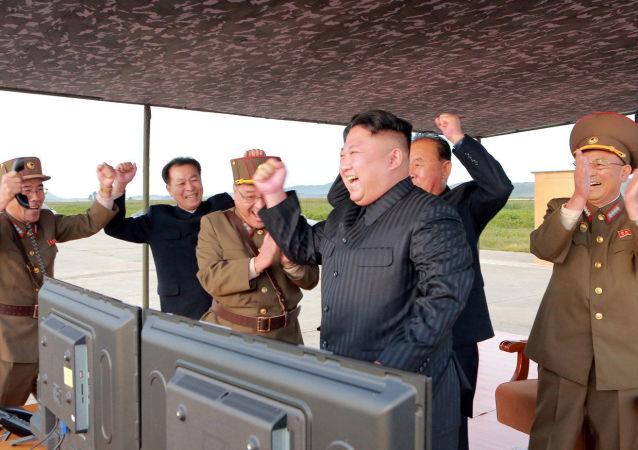 إطلاق صاروخ من طراز هواسونغ-12 (Hwasong-12)، كوريا الشمالية، 16 سبتمبر/ أيلول 2017