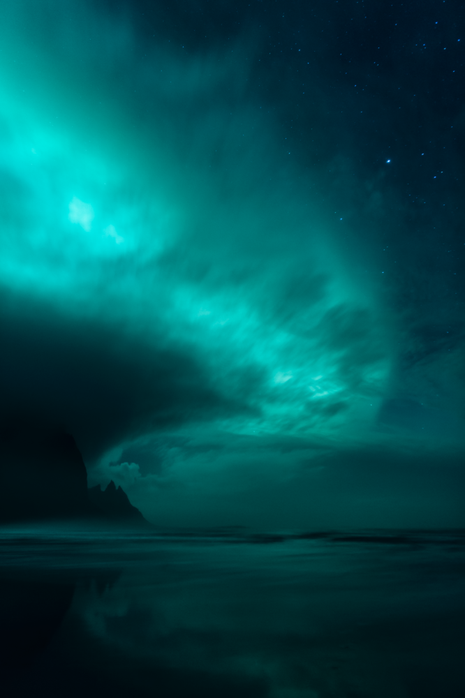 صورة عالم الأشباح للمصور ميكيل بيتر، الذي فاز بترشيح الأضواء الشمالية في مسابقة رؤية المصور لعلم الفلك لعام 2017