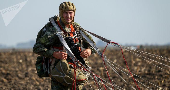 عناصر القوات الروسية خلال مناوراتحماة الصداقة-2017 في كراسنودارسكي كراي