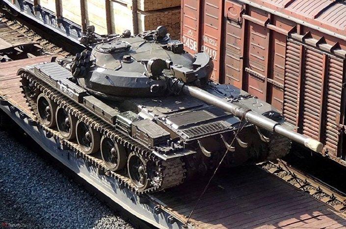 .تسليم دبابات روسية ومركبات قتالية إلى سوريا 1026342345