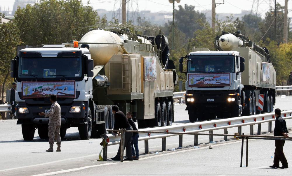 الصاروخ الباليستي خرمشهر في العرض العسكري في طهران، إيران
