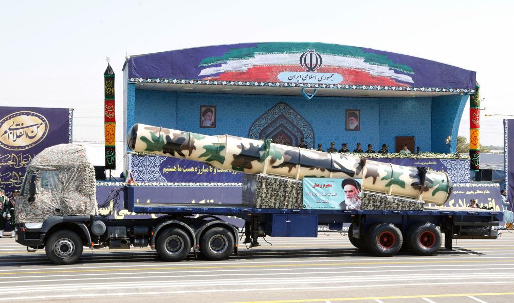 صاروخ من طراز إس – 300 روسي الصنع في العرض العسكري في طهران، إيران